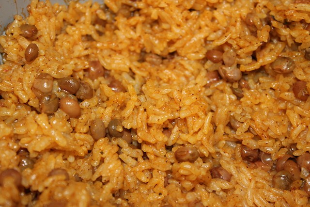 Moro de guandules pigeon pea rice. biteslife.com
