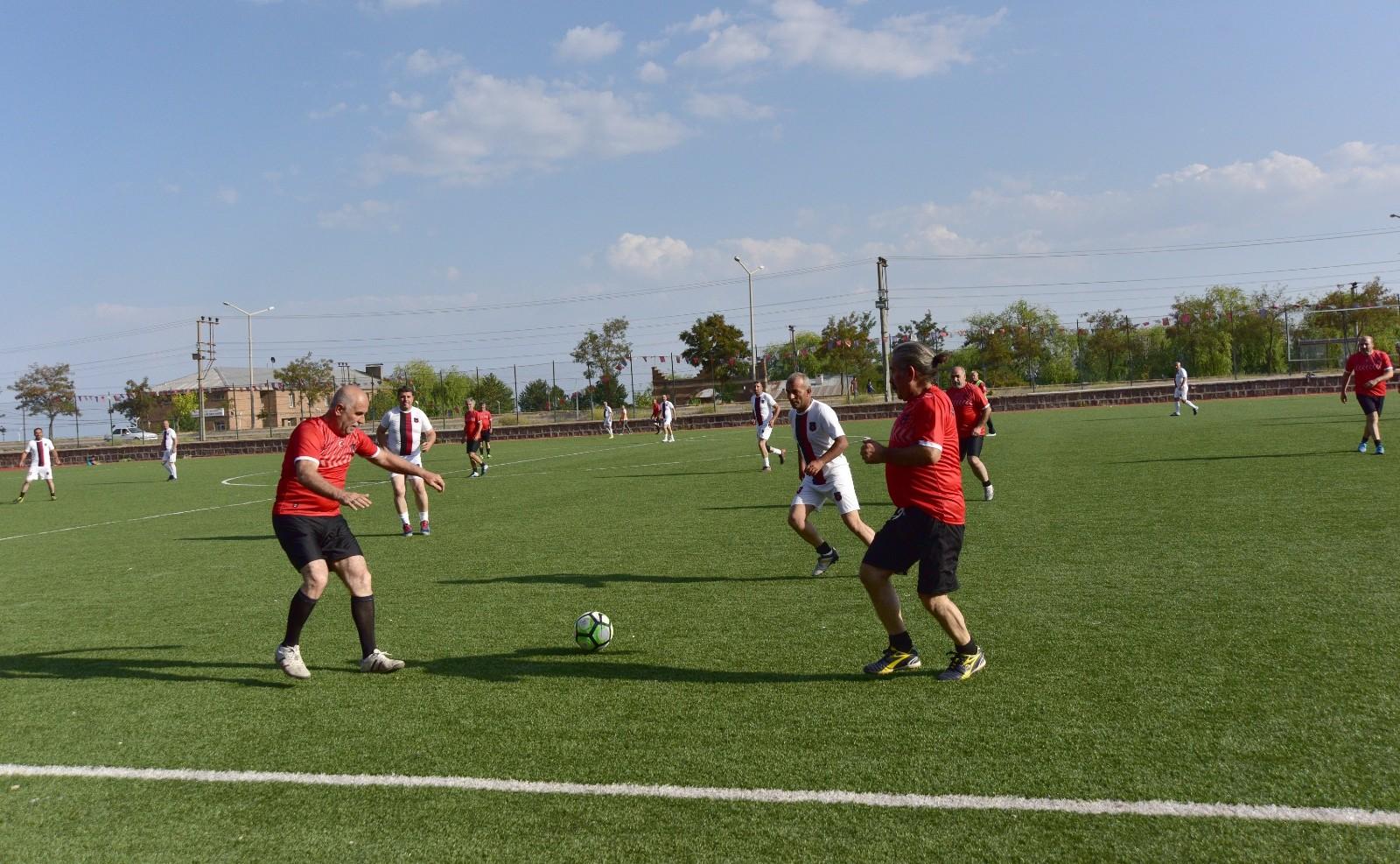 Ahlat'ta 50 yaş üstü eski futbolcular tekrar yeşil sahalara kavuştular