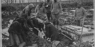 Погреб на девојче, жртва на бомбардирањето - Битола, Јануари 1917