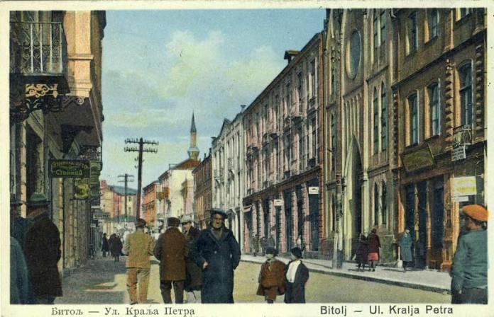 Битола - ул. Крал Петар (денес Широк Сокак) фотографирано помеѓу двете Светски војни