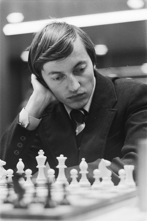 Read more about the article Светскиот првак во шах Анатолиј Карпов во Битола – 12.10.1975 година