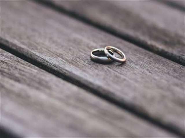 重なる指輪
