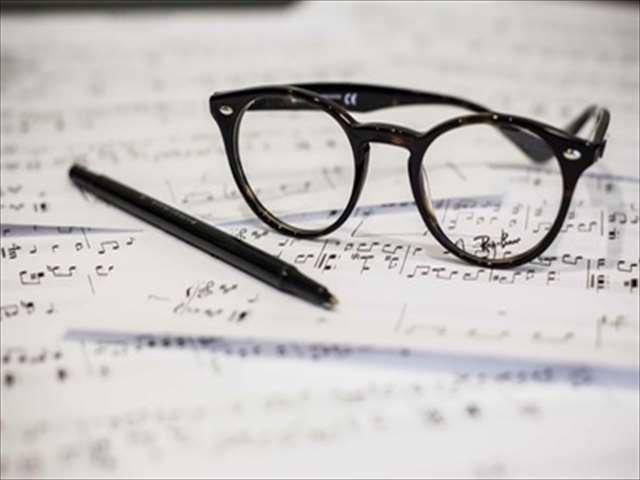 楽譜と眼鏡