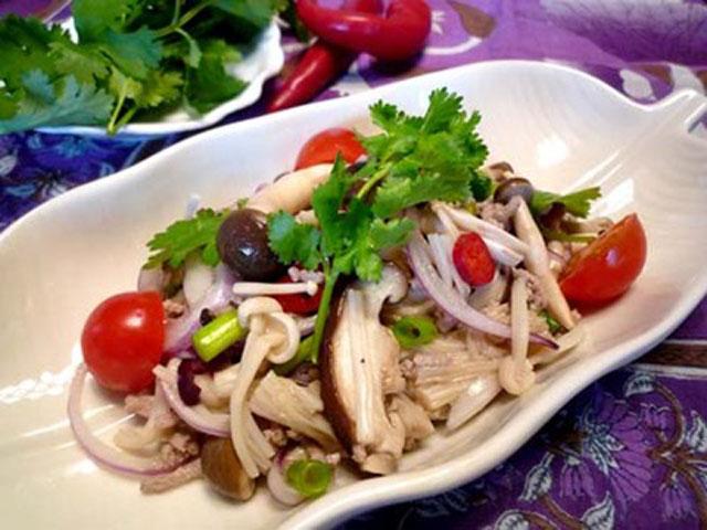 タイ風きのことひき肉のスパイシーサラダ