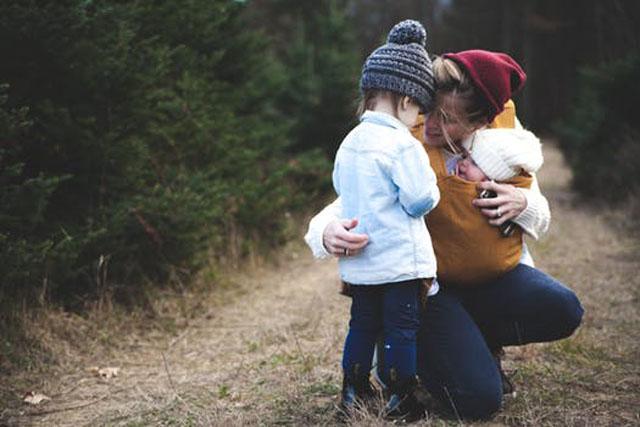 母と二人の子供