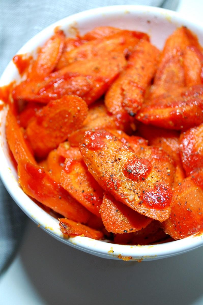 Honey Garlic Sriracha Roasted Carrots
