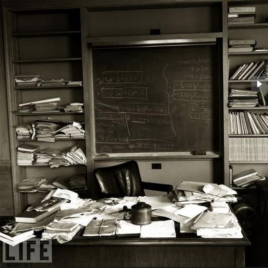 Einstein desk