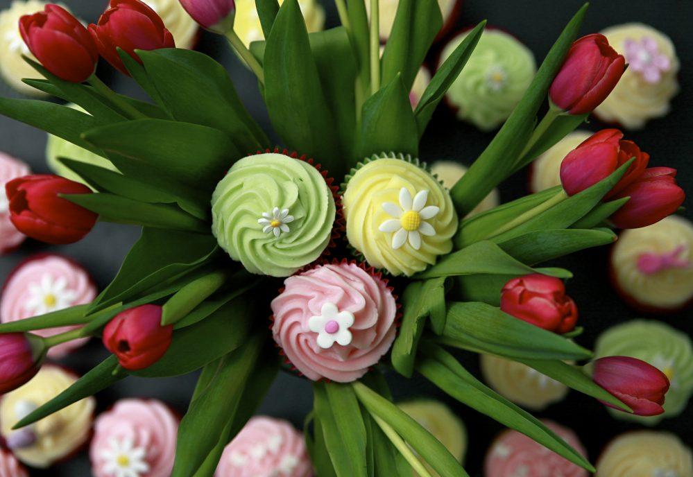 Happy Cakes Easter Lemon Cupcakes