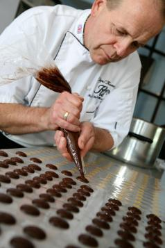 Rumsey's Chocolaterie Nigel Piping Chocolate Buttons