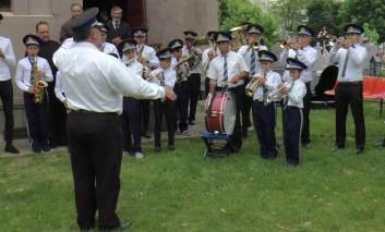 Ziua Eroilor: depuneri de coroane şi cântece patriotice la Paşcani FOTO