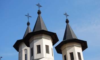 Bani de la Primarie pentru trei biserici din Targu-Frumos
