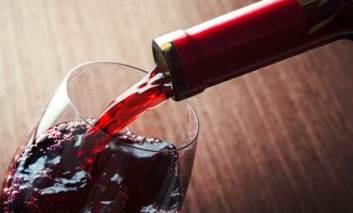 Consumul de vin poate reduce riscul bolilor cardiovasculare