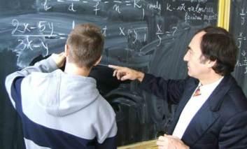 Raportul CNE: Profesori ostili, elevi ignoraţi