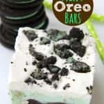Chocolate Fudge Mint Oreo Bars - Mint chocolate chip ice cream bar dessert with a crunchy Oreo crust and fudge swirled throughout!
