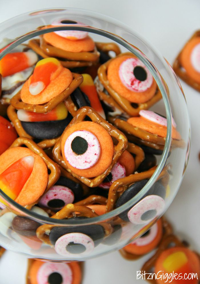 "Halloween Pretzel Treats - A sweet and salty treat with a little bit of ""spook!"" Perfect for Halloween!"