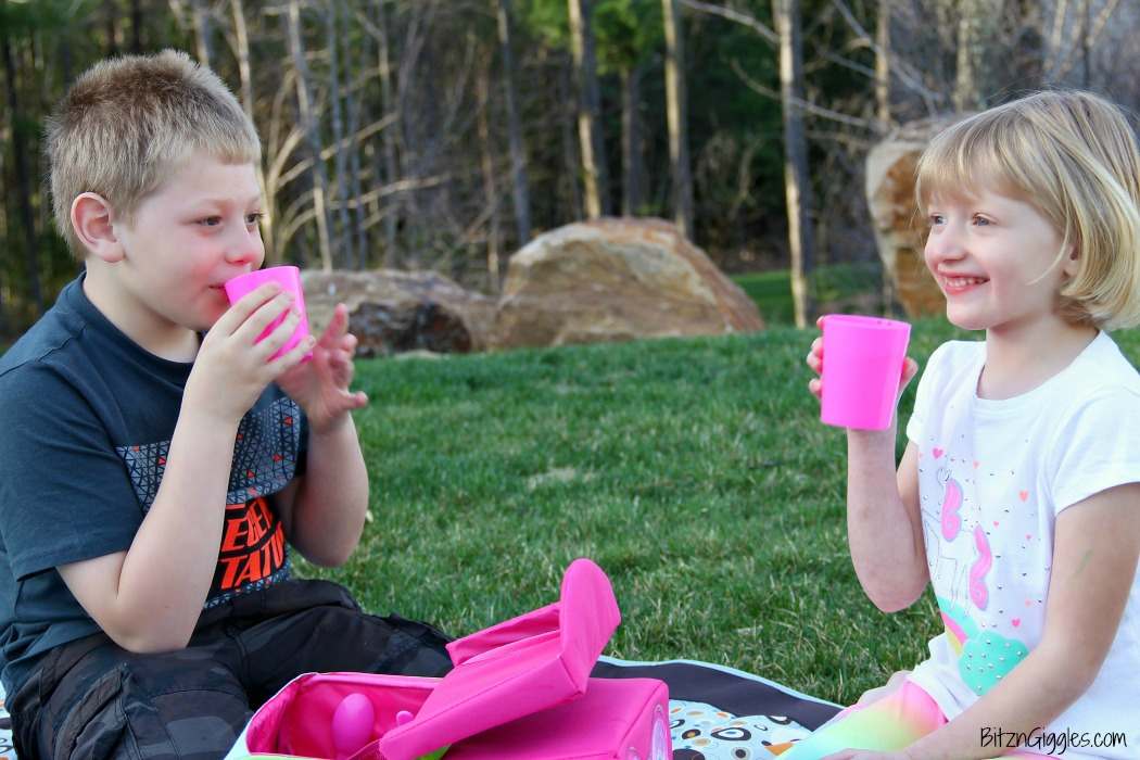 Free Printable Picnic Invite - Surprise your kids with a picnic at a favorite park or right in your backyard. A perfect idea for families looking for more quality time together!
