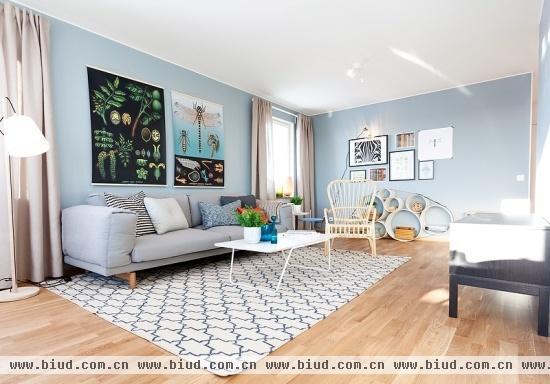 蓝灰色调北欧公寓 时尚壁纸装扮知性家(组图)