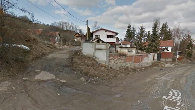 На тази улица живее бедният Валери Петров, собственик и управител на фирмата, която доставя олио и брашно за всички румънски бедни.