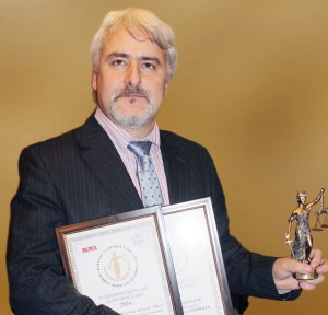 Адв. Кашъмов с награда Дело на 2016 за делото Моника Станишева vs Биволъ