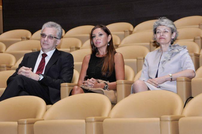 Ирина Бокова осигурила имунитет за себе си и за Калин Митрев
