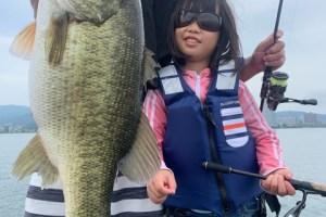 8月29日琵琶湖ガイドはジャスターフィッシュ3.5ネイルリグでビッグ狙いでジャスターフィッシュ2.5で小2の女の子に初めての琵琶湖バスを釣ってもらったガイド