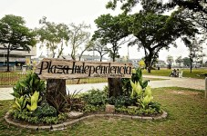"""""""photos for t1210vispage1"""" DECEMBER 7, 2011 People now frequent Plaza Independencia, a former military training and parade ground, after the historic landmark underwent renovation in October 2010. IMAR ORACION/INQUIRER VISAYAS"""