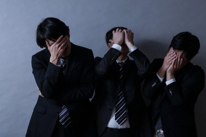 苦悩する3人の会社員