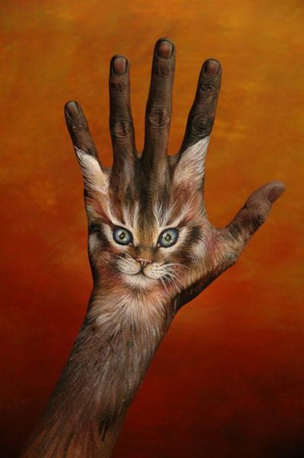 https://i0.wp.com/bizarreup.persiangig.com/bizarre/art/%D9%86%D9%82%D8%A7%D8%B4%DB%8C-%D8%B1%D9%88%DB%8C-%D8%AF%D8%B3%D8%AA/large/21-hand-painting-art.jpg
