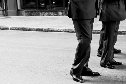 For Discussions on Difficult Issues, Try Walking Meetings