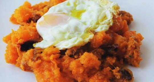 calabaza frita con un huevo