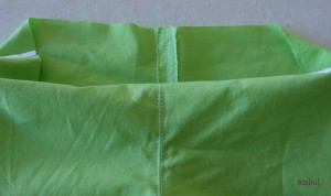 couture de la fourche du short, écrasée au fer à repasser et surfilée