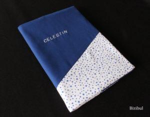 Le protège carnet de santé est un projet couture DIY rapide et facile à coudre pour les débutants en couture. Il peut être cousu à l'atelier Bizibul à Nantes (44) proche de Saint-Herblain, bouguenais, bouaye, vertou, rezé et La montagne.