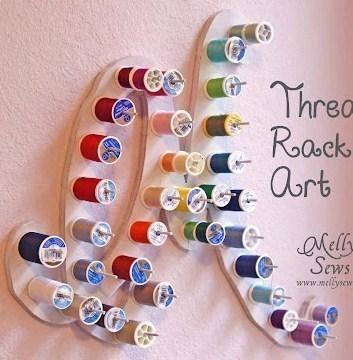 ranger les bobines de fils de son atelier couture, support mural sous forme de lettre