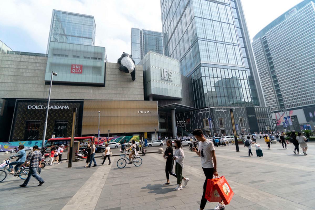 Mrówki z szarej strefy, czyli chińscy kurierzy z walizkami luksusowych towarów