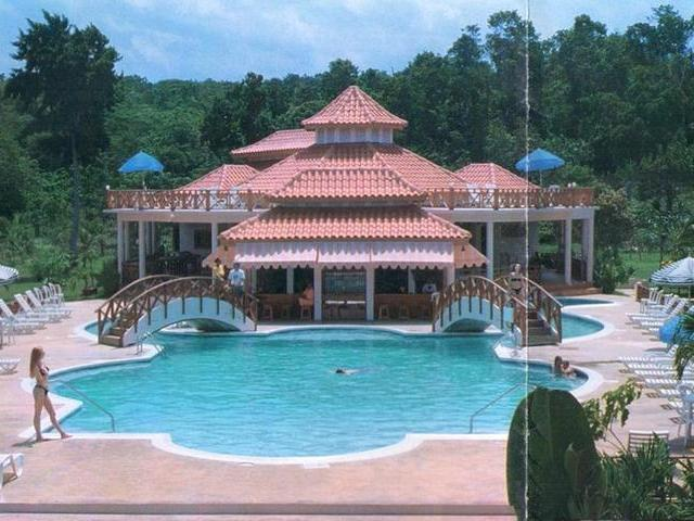Set amidst tropical grounds, this beautiful resort features stunning architechural design, unique handcrafted natural woods, and comfortable rooms