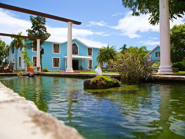 Tamarind Great House nestled in a beautiful area of Oracabessa was carefully refurbished by its present owners to replicate its colonial feel with modern conveniences