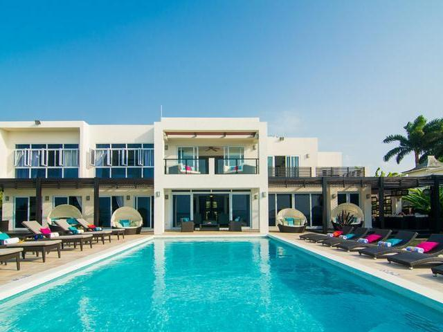 Luxury villa with an enviable Beachfront location in the city of Montego Bay, close to 3 championship golf courses
