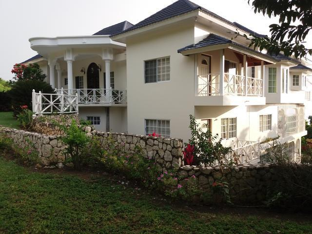Beautiful 7 Bedrooms, 7 Bathroom house with view of the Caribbean sea for sale