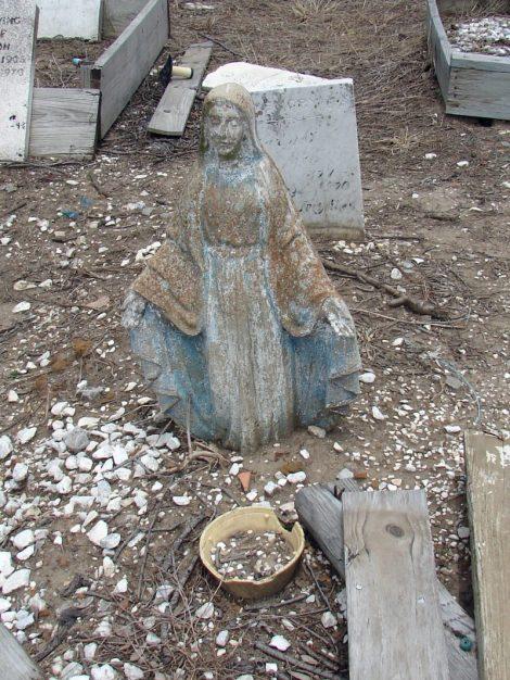 Sunken_Madonna,_Holt_Cemetery,_New_Orleans,_LA