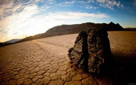 sailing_stones_death_valley-1680x1050