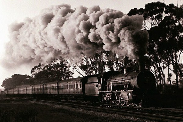 Until-1975-Class-16R-and-16CR-Pacifics-hauled-the-eleven-coach-Port-Elizabeth-Uitenhage-locals
