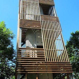 Vyhliadková veža na Csóvanyosi. Pred 10 rokmi tu bol len tubus s výstupovým schodiskom.