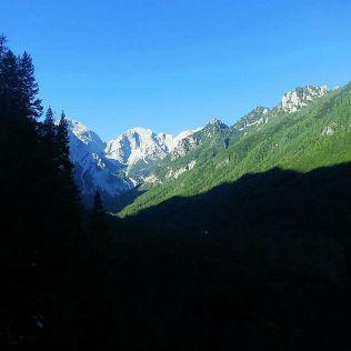 Záver Logarskej doliny tvorí skupina Planjava.