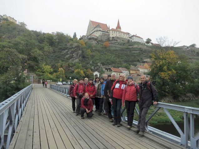 Posledné foto na hrad z mosta cez Dyje. Potom už len lesom.