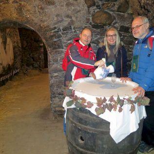 V najstaršej a najkrajšej pivnici u P. Ščepána s neznámou degustátorkou.