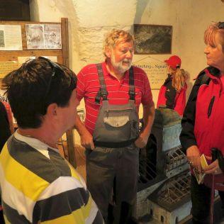 Vo veži je zriadené malé múzeum a výklad nám poskytol sám majiteľ Hans Gross.