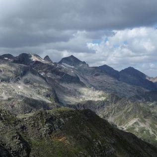 Smerom na JZ sa ukázal už Pico de Aneto.