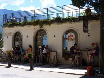 """Po asi troch km sme odbočili do údolia riečky Ponale, ktorá vyteká z Lago di Ledro. (pracovne """"vedro""""). Čakalo nás príjemné prekvapenie v podobe reštaurácie Ponalealto."""