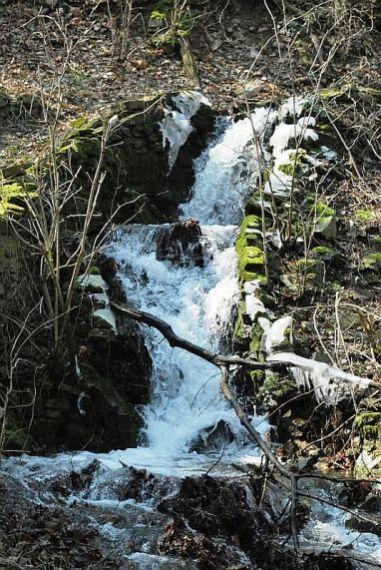 Chladná jar nedovolila roztopiť ľadový kaňon.