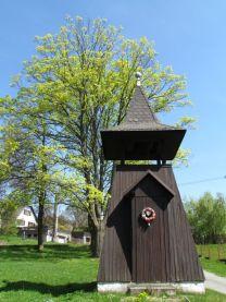 Drevená zvonička v Pohořanech.